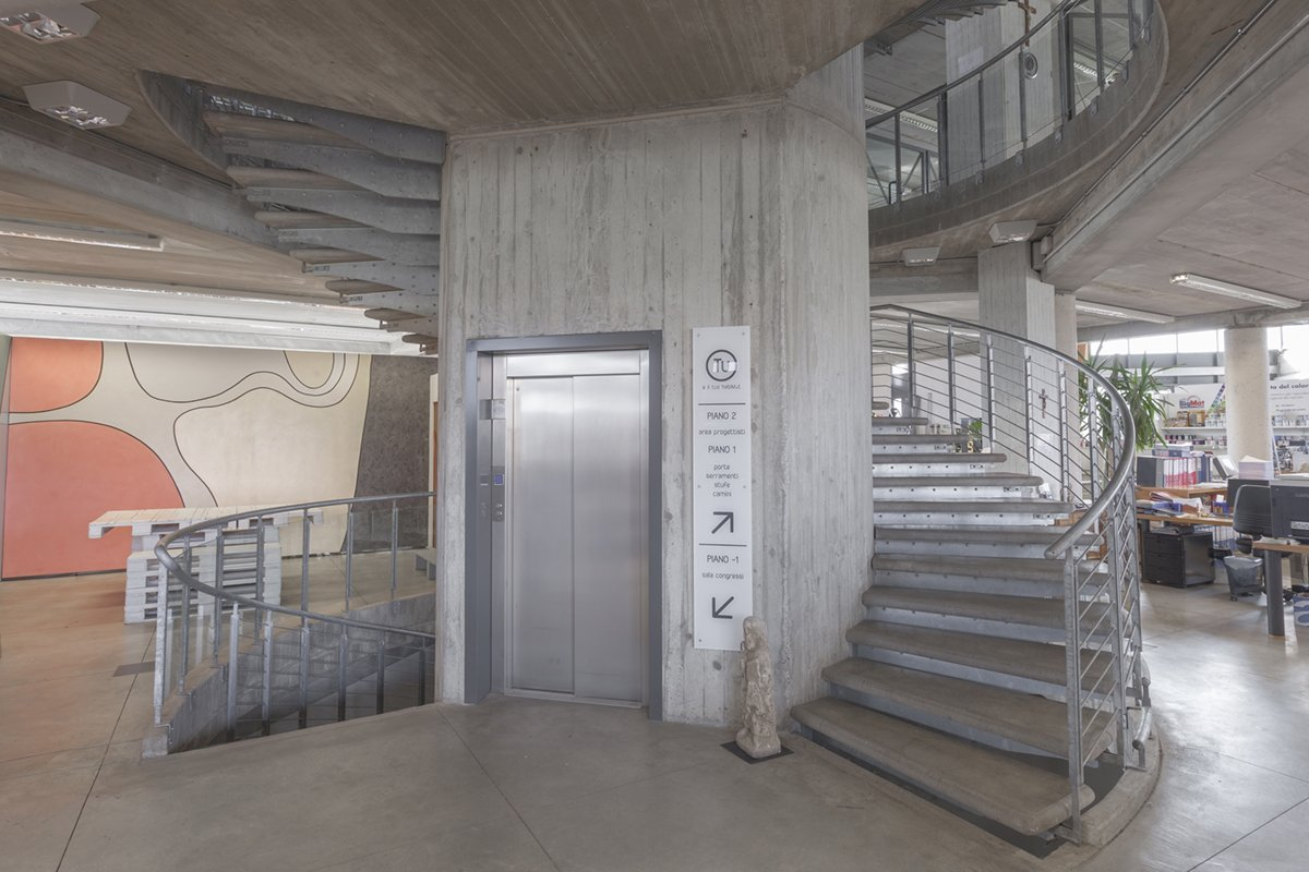 Scala elicoidale chieri ronco costruzioni metalliche s a s for Scala in cemento armato a vista